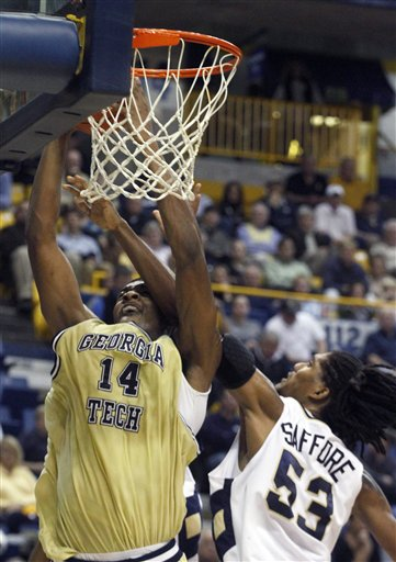 Favors & the Ga Tech Freshman are Pretty Good (AP/Wade Payne)