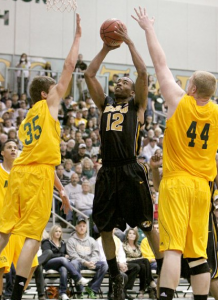 Marcus Denmon and Missouri Left Joplin With More Than an Exhibition Win (AP/M. Schiefelbein)