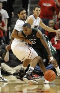 DJ Cooper and Ohio U Are 10-1 and Nearly Got By Louisville (AP Photo)