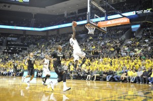 Damyean Dotson Is Averaging 11.3 PPG In His Inaugural Season With The Ducks (credit: NW Sports Beat)