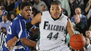 Standout sophomore Karl Towns Jr. becomes the fifth Kentucky commitment in the last two months