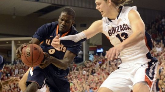 Kelly Olynyk (right) and Gonzaga head into conference play as the likely favorite (AP)