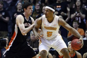 With Stokes and Maymon anchoring the Vols' frontcourt, Tennessee will be a tough out in SEC play (AP Photo).