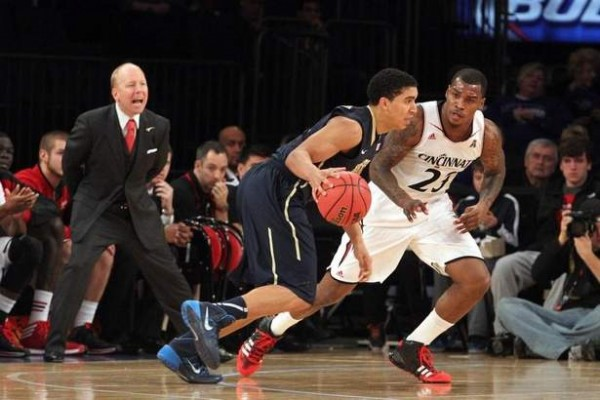 Brad Penner/USA Today Sports The defense of Sean Kilpatrick (right) and his fellow Bearcats was key in Cincinnati's 44-43 win over Pittsburgh at the Jimmy V Classic on Tuesday.