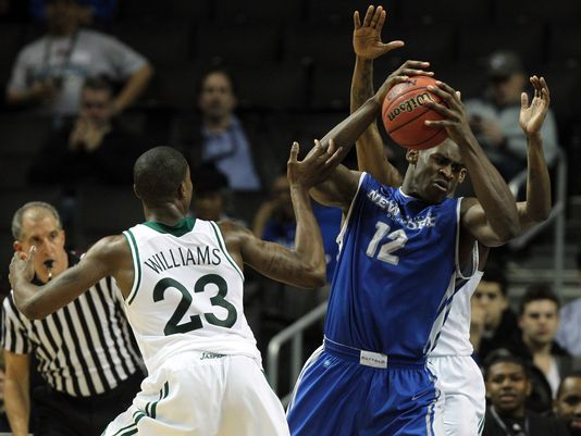 Javon McCrea carried Buffalo to w big win over Drexel on Sunday. (US Presswire)
