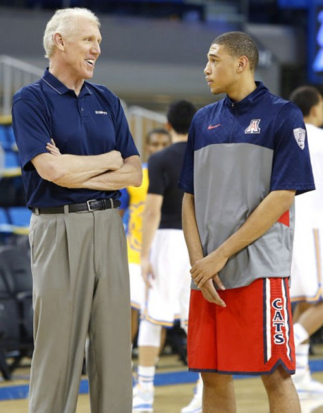 Bill Walton Chatting With Arizona Sophomore Brandon Ashley In Pre-Game Warm-Ups (Mamta Popat, Arizona Daily Star)