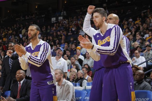Kendall Marshall & Ryan Kelly cheer on the Lakers bench (lostlettermen.com)