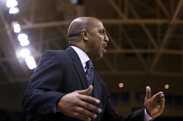 With Four Straight Losses, Lorenzo Romar's Team Has Come Back to Earth (USA Today Images)