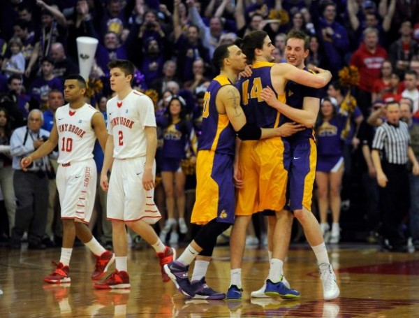 Without its top scorer, Albany grabbed control of the America East. (AP Photo/Kathy Kmonicek)