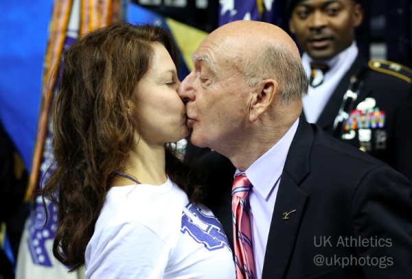 How about a good luck kiss for your bracket? (photo via @ukphotogs)