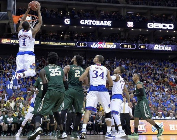 Wayne Selden finishes an alley-oop against Baylor on Friday. (Kansas City Star)