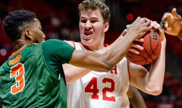 It was that type of struggle for Jakob Poeltl and Utah this past week. (The Salt Lake Tribune)