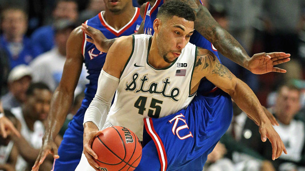 Denzel Valentine Was Tuesday Night's Show-Stopper (Photo: The Sporting News)
