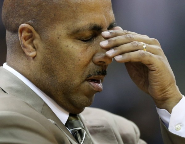 Washington's Foul Trouble Is Not Fun For Lorenzo Romar. (The Seattle Times)