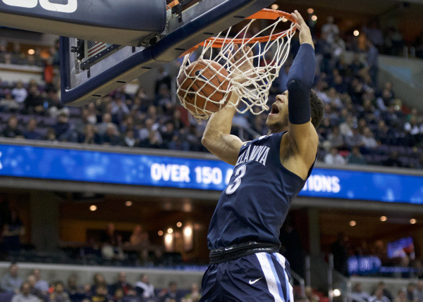 Hart opened Saturday's contest with a steal and a dunk. (USA Today Sports)