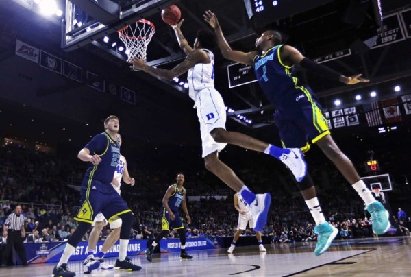 Brandon Ingram goes up for a layup during the first half versus UNC-Wilmington. (Credit: AP / Charles Krupa)