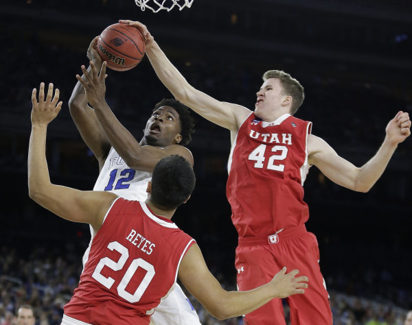 Jakob Poeltl's Excellence At Both Ends Of The Court Makes Him The Clear Cut Pac-12 POY (Charlie Riedel, AP)