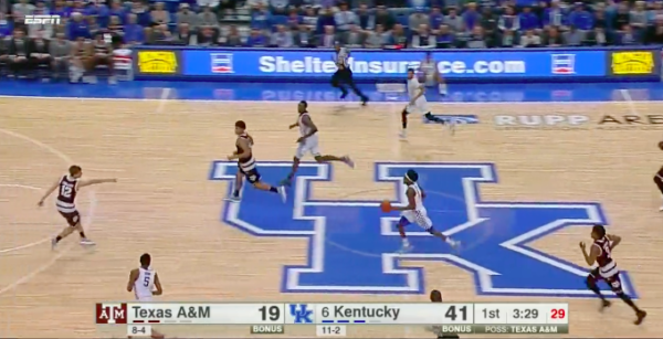 This 4 on 2 break should end in points for Kentucky.